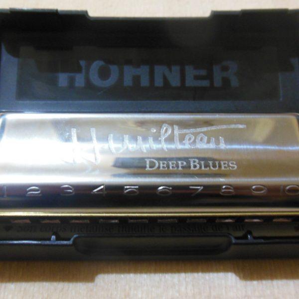 Harmonica Diatonic Hohner Deep Blues JJ Milteau 20 reeds dan 10 holesMemberikan kualitas tone dan intonasi yang sempurnaIdeal untuk instrumen standar pemula