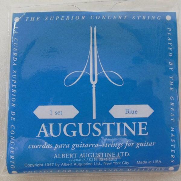 String Guitar Classic Augustine Black sangat cocok untuk permainan konser musik dan mendukung pemain untuk menghasilkan nuansa klasik yang kental.