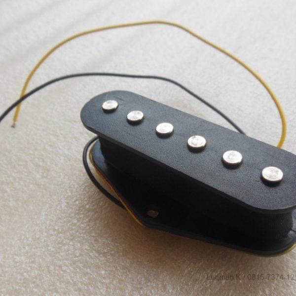 Pickup Guitar Single Coil Jinwoo Telecaster Bridge Black mampu menangkap getaran senar dengan baik dan mengkonversikannya menjadi suara yang jernih.