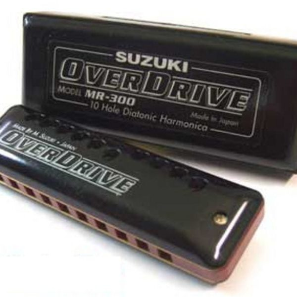 Harmonica Diatonic Suzuki Overdrive MR300 dengan lubang atas dan bawah yang presisi, mampu menghasilkan suara nada yang tebal dan luar biasa indah didengar.