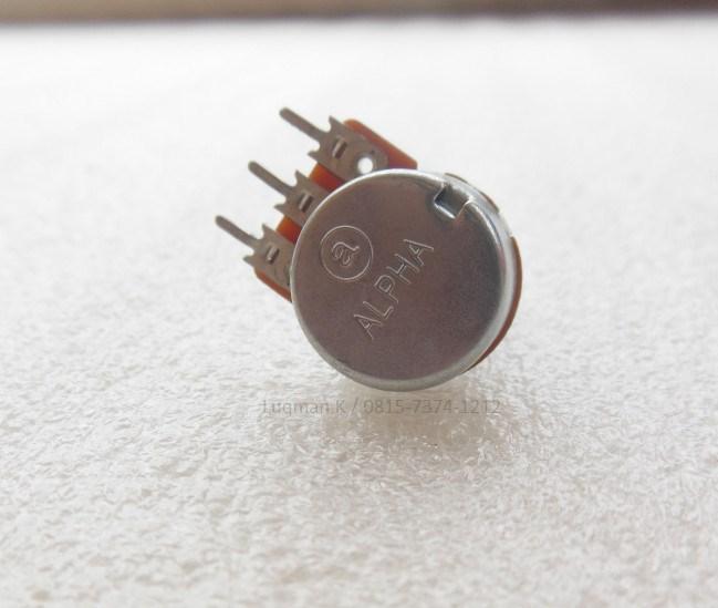 Potensio Mini ALPHA B 1M merupakan komponen yang berfungsi sebagai sebuah resistor yang menahan arus listrik sebesar nilai resistornya. Tersedia potensio 1M