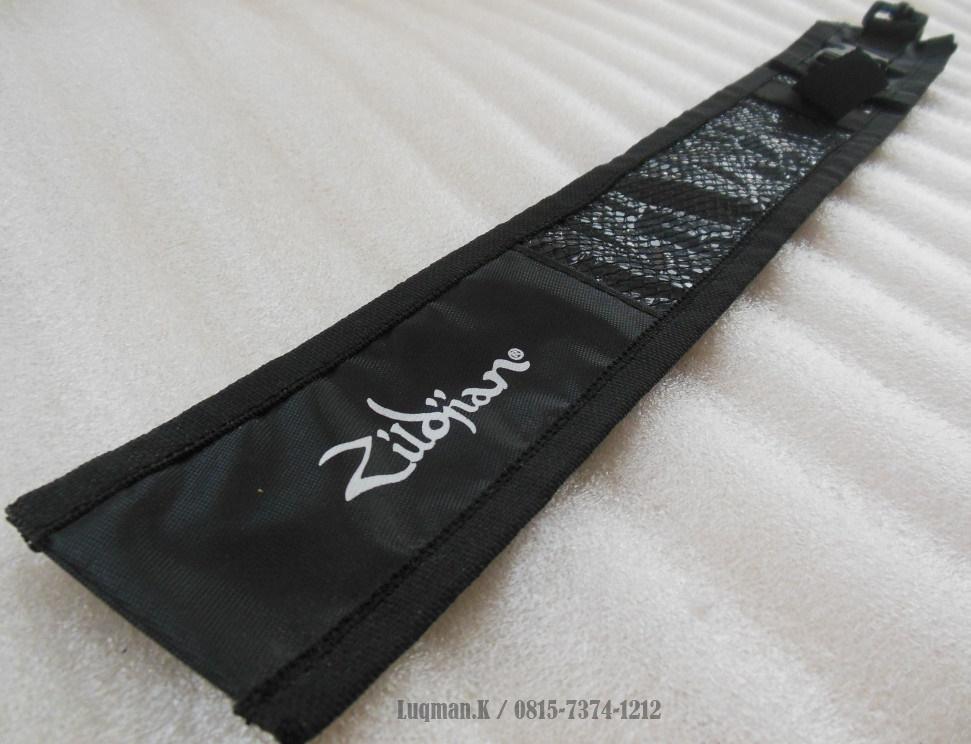 Softcase Stick Drum Zildjian M02 100% Barang Baru untuk menyimpan stick drum agar terhindar dari faktor kerusakan yang bisa kualitas dandurability-nya.
