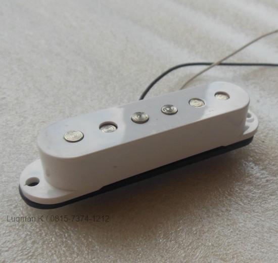 Pickup Guitar Single Coil GnB White dari material berkualitas, mendukung menghasilkan kualitas output suara yang lebih jernih dan sensitivitas yang baik.