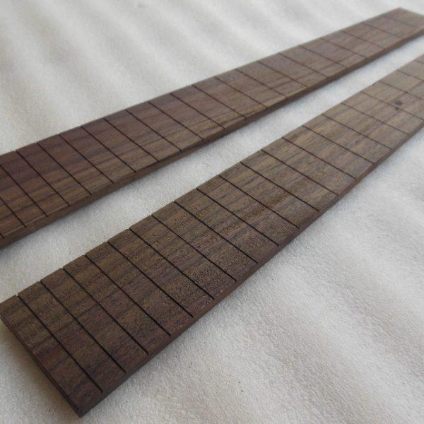 Fretboard Rosewood Guitar Plot terbuat dari material kayu berkualitas tinggi. Potongan polos sehingga dapat dibentuk sesuai keinginan sendiri.